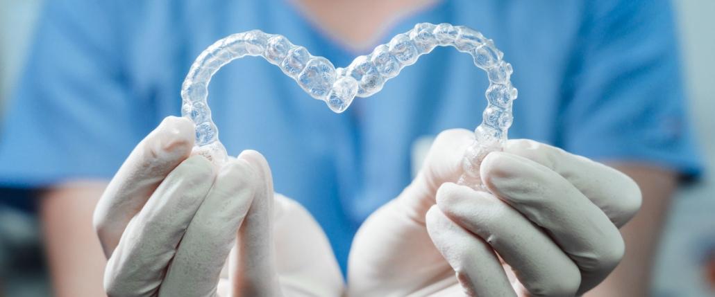 Unsichtbare Zahnschienen